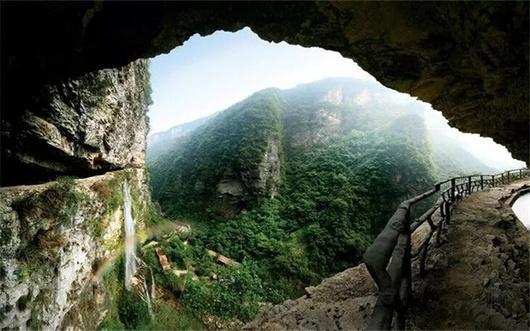 张家界大峡谷.