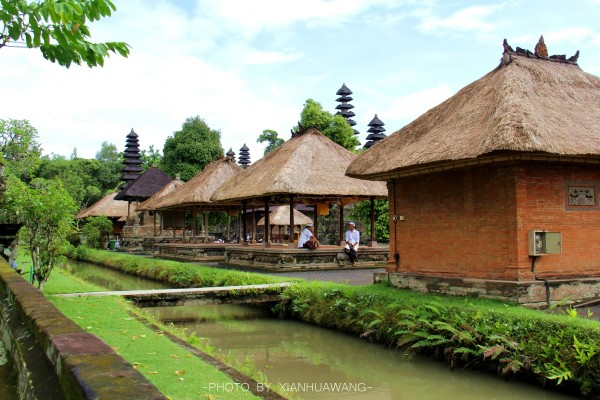 巴厘岛 游记   海神庙(tanah lot)是巴厘岛最重要的海边庙宇之一,始建