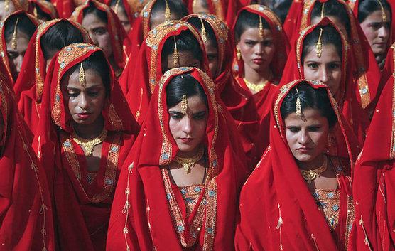这个国家的新娘不哭不笑,只有满脸哀愁