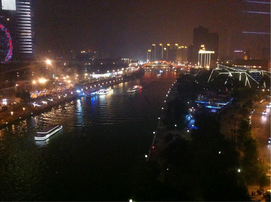 天津欢乐谷主题公园占地面积35万平方米,坐落于天津东丽湖畔.