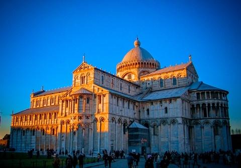 意大利罗马式教堂建筑的典型代表,位于意大利比萨.图片