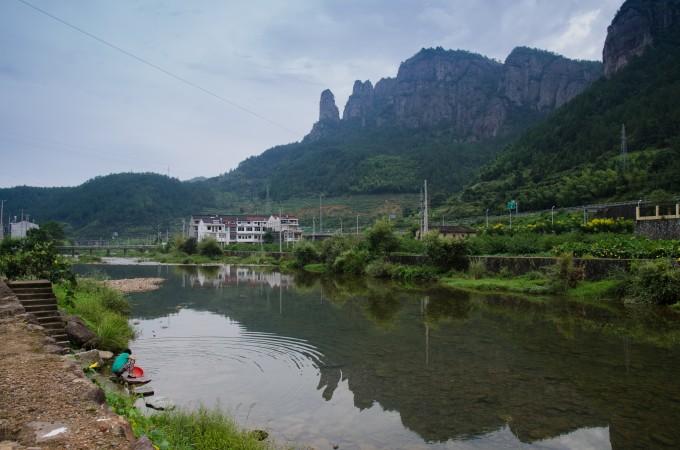 一番折腾,从柯思村到田市镇到仙居县到横店再到义乌,直到下午五点才