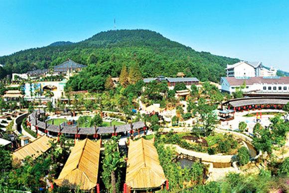 三江森林温泉度假区是按国家aaaa级景区,五星级酒店标准建造的,集
