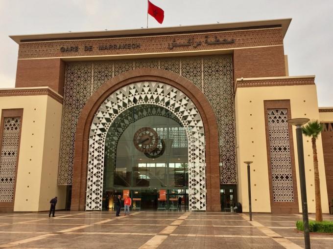 火车站,非常漂亮的车站大门,典型的阿拉伯风格,拱形大门,镂空图案