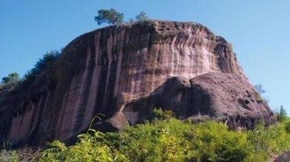 石表山休闲旅游风景区位于广西东部的梧州市藤县境内,总面积约15.