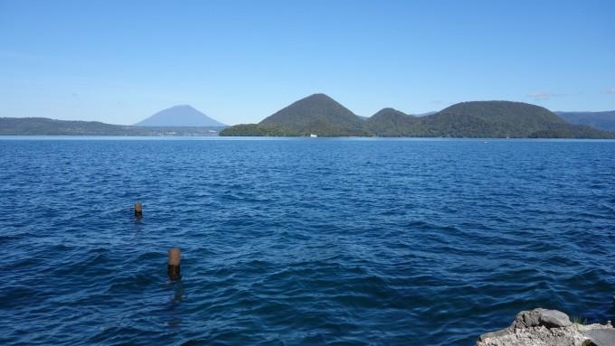 动漫湖边风景壁纸