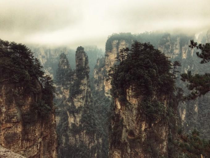 上图为阿凡达电影取景地哈利路亚山~看上去很有气势,一座座山像石柱