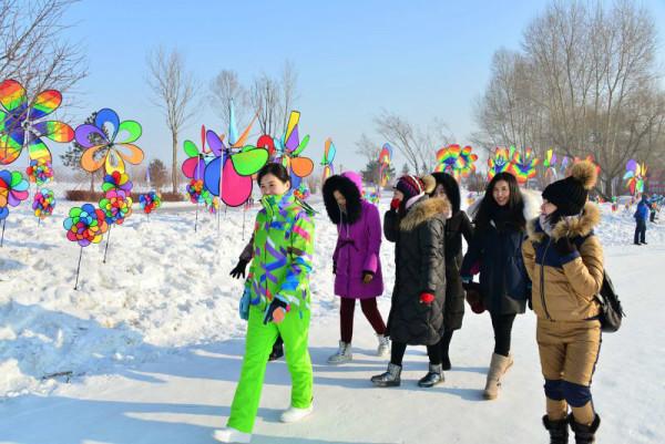 """哈尔滨艾思沃德冰雪欢乐岛,是以 """"亲冰雪,玩冰雪""""为主的一站式的冰雪"""